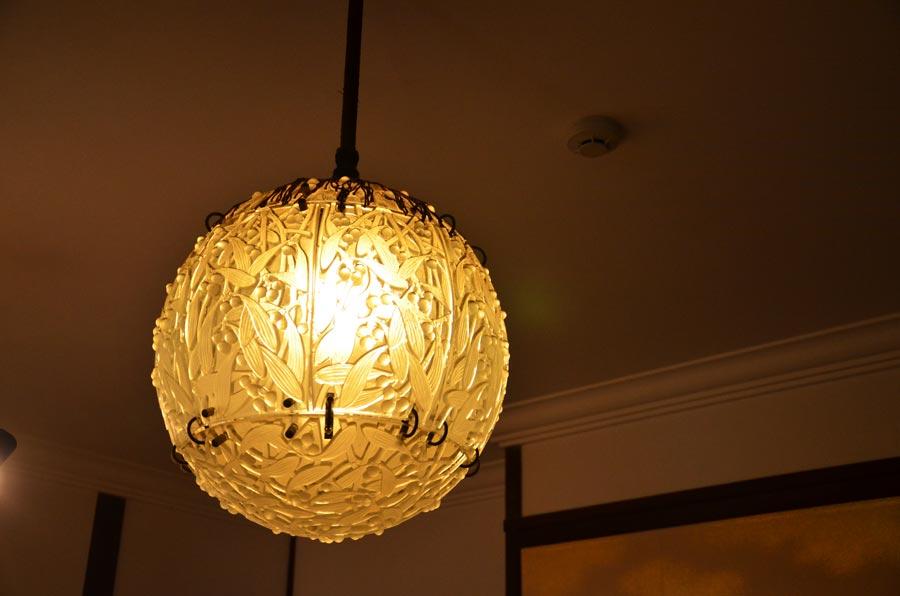 ラリックのボール型照明
