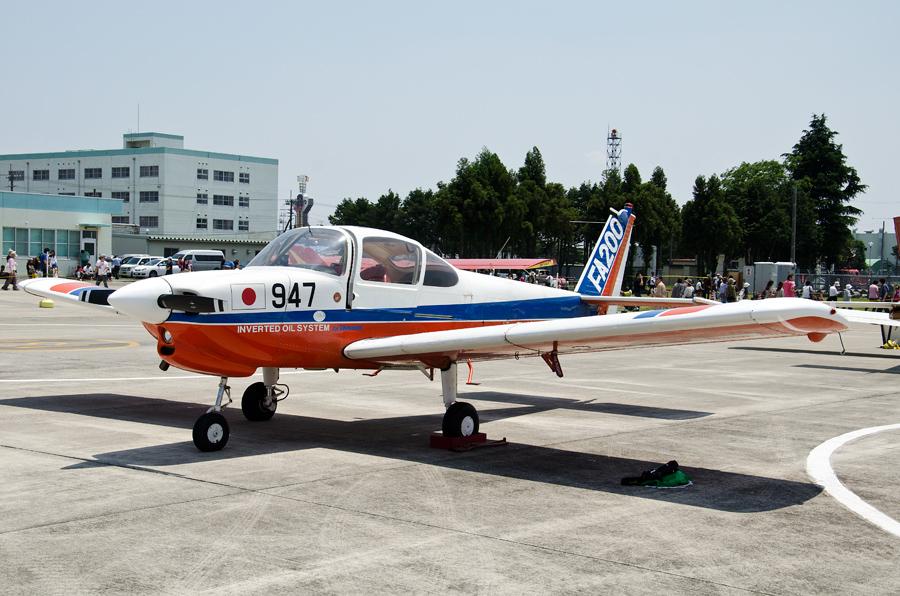 アクロバット仕様の「レッドスバル」FA-200