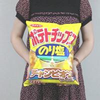 """通常比5.7倍の""""メガポテトチップス""""が湖池屋から限定発売"""
