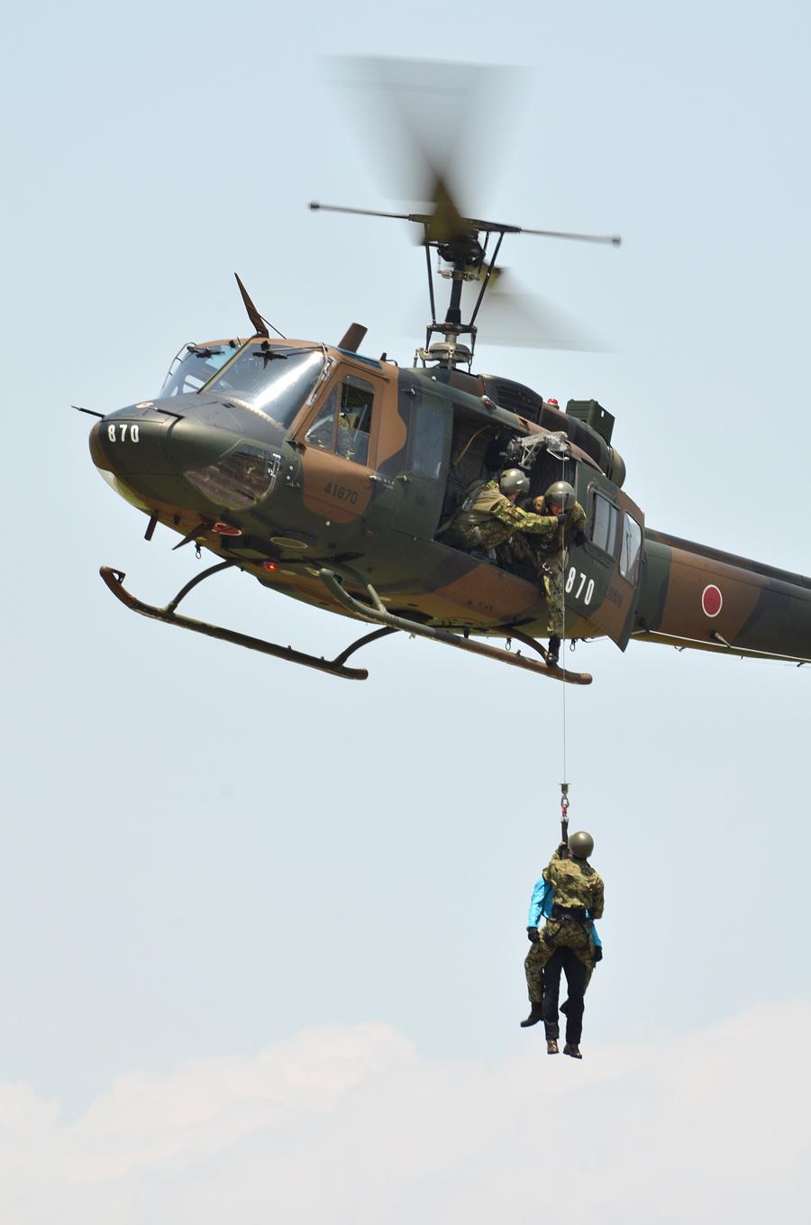 UH-1Jの救助デモ