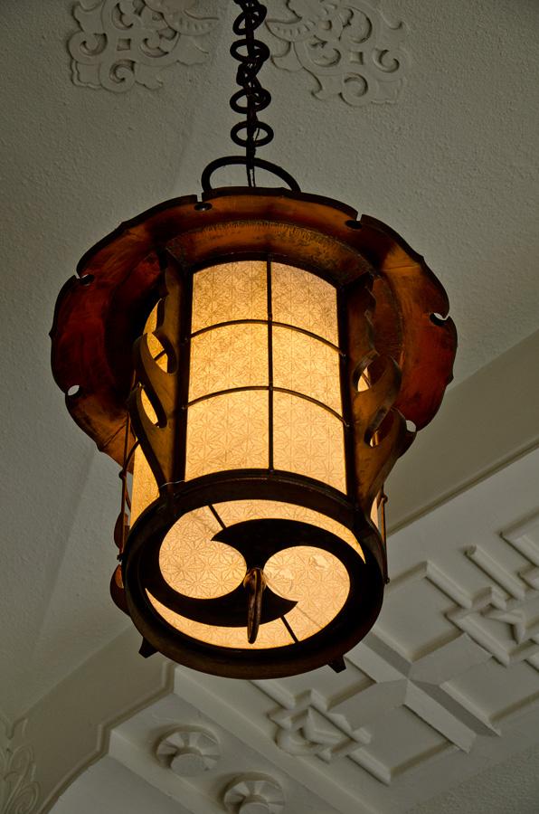 釣灯籠を模した照明器具