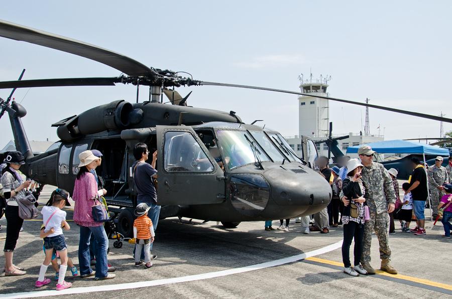 米陸軍のUH-60Aは機内公開と記念撮影が可能
