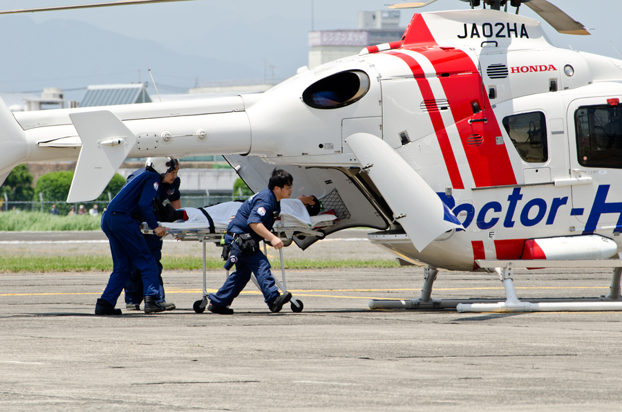 ドクターヘリの患者搬送デモ