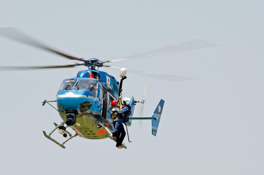救助実演をする栃木県警ヘリ