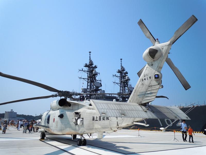 サマーフェスタでは、護衛艦とヘリコプターの展示も