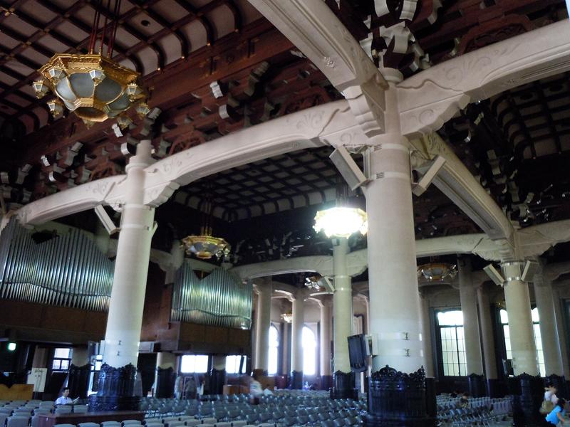 内部は伝統的日本建築の特徴を持つ