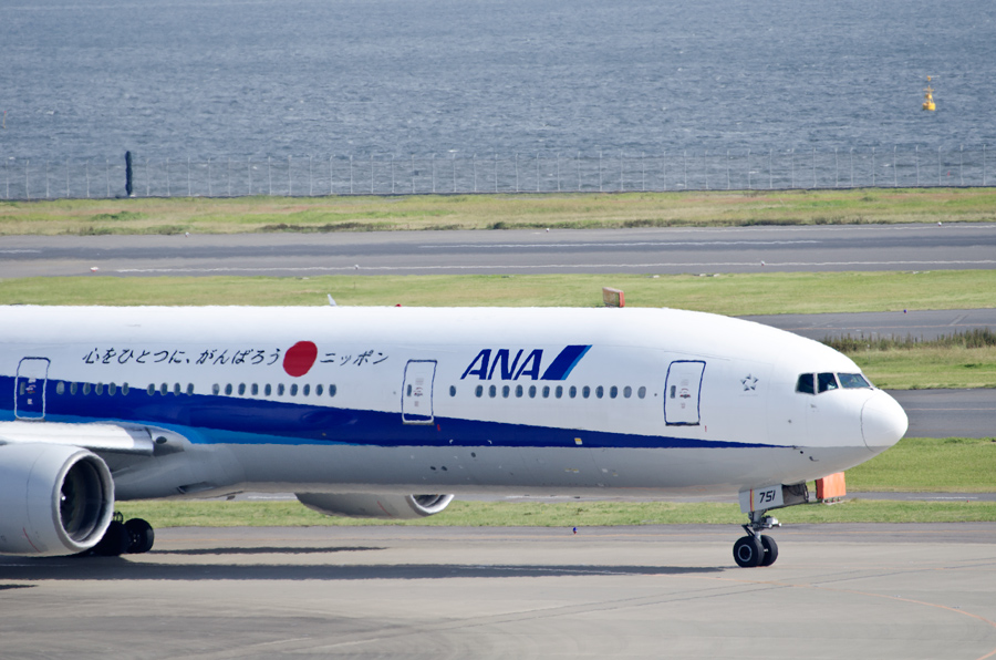 ANA国内線(B777-300・JA751A)には日本語のメッセージ