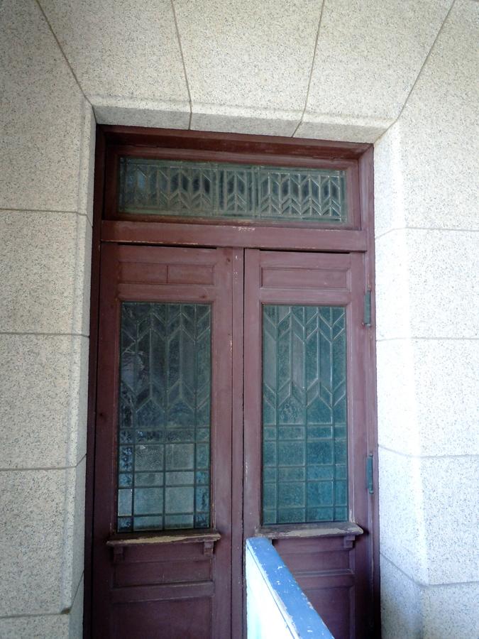 内側側面にある扉