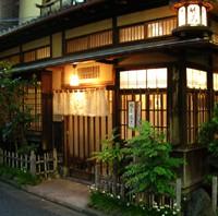 様々な建物や街並に萌える「建物萌の世界」。おたくの聖地・秋葉原の目と鼻の先にある魅惑の街。神田川を渡った先に広がる、旧連雀町界隈をご案内。