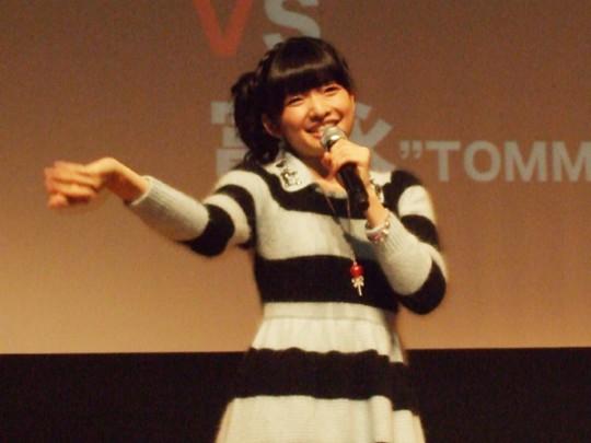 記者発表では、吉田仁美と富永TOMMY弘明が歌を披露