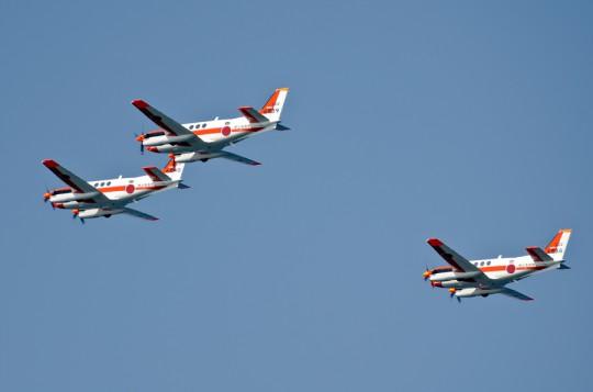 第5群:TC-90による3機編隊・8日