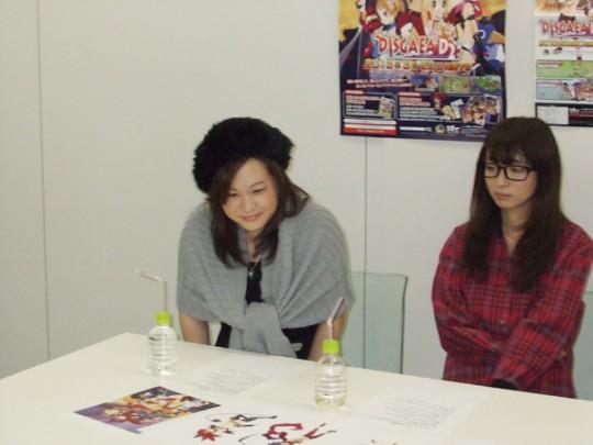 フロン役・笹本さん(左)