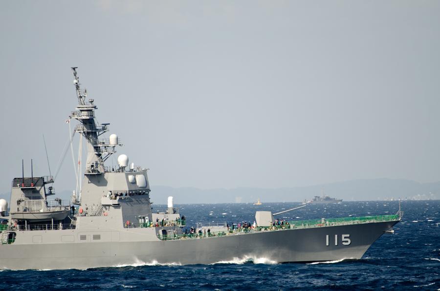 受閲艦隊旗艦のあきづき(DD-115)・8日