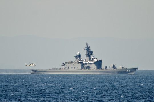 くらまに着艦するSH-60K・11日