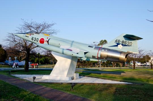 正門近くにある206飛行隊仕様のF-104J