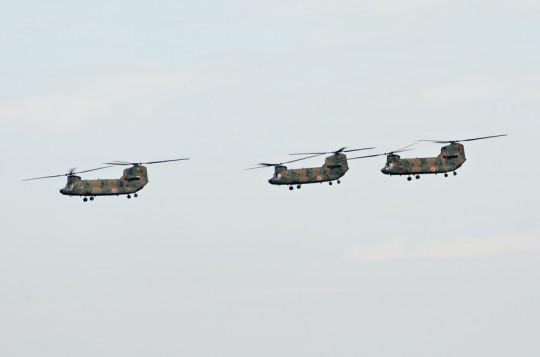 第4群:陸上自衛隊CH-47Jによる3機編隊・11日