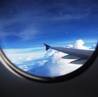 親子が空の旅を快適に過ごすテクニック