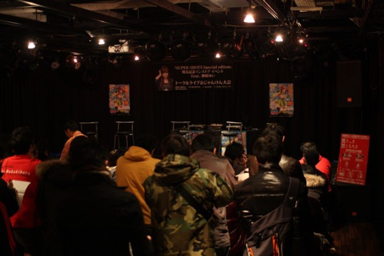 「SUPER SHOT5 Special edition」発売記念インストアイベントに集まった人々。