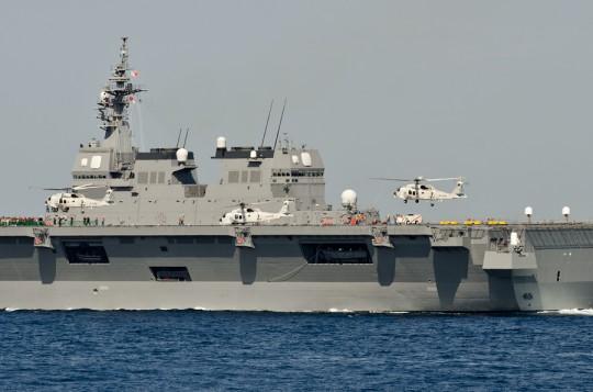 いせから2機同時発艦するSH-60K(11日)