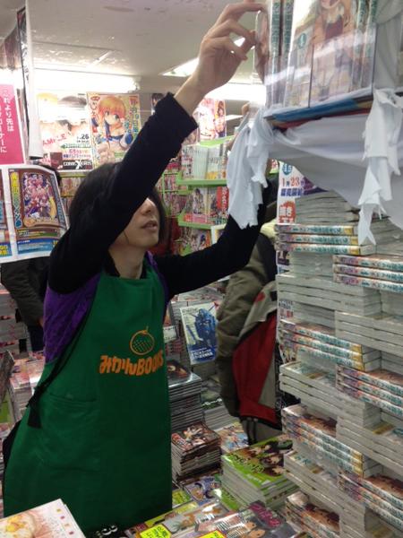「コミックとらのあな秋葉原店」伝説の平積みをする書店員さん