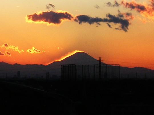 光って見える富士山乱気流