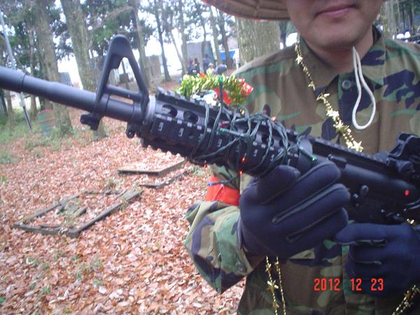 クリスマスイルミネーションの銃