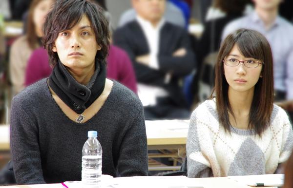 �音海斗役を演じる加藤和樹さんと初音未来役を演じるAKB48の石田晴香さん