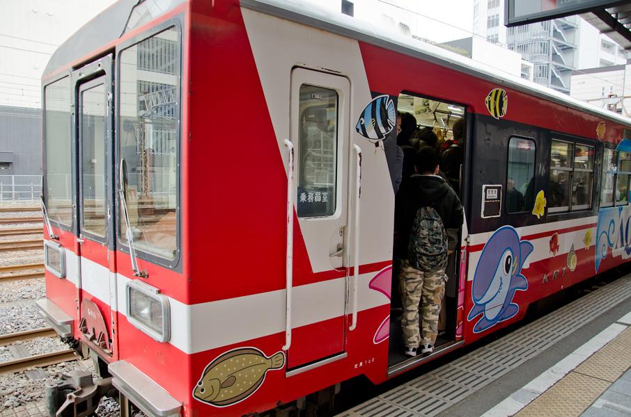 (写真:満員の鹿島臨海鉄道)