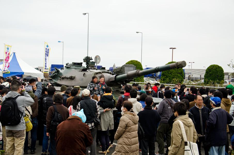 (写真:74式大人気)