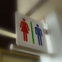 小学生はなぜ学校のトイレでウンコをするとオーバーに騒ぐのか?