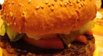 ハンバーガーを食べるときに中身が出てこない裏技