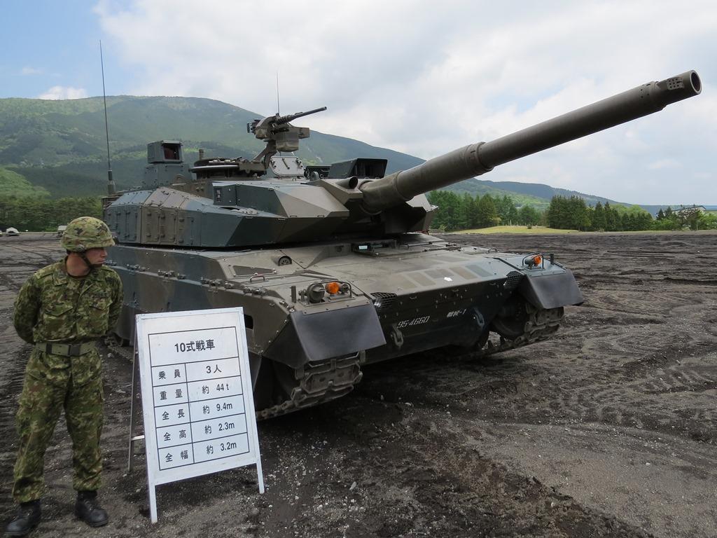 陸自富士学校10式戦車2