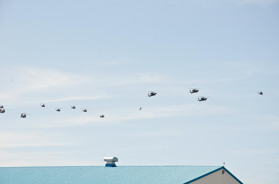 OH-6Dを先頭にした観閲飛行