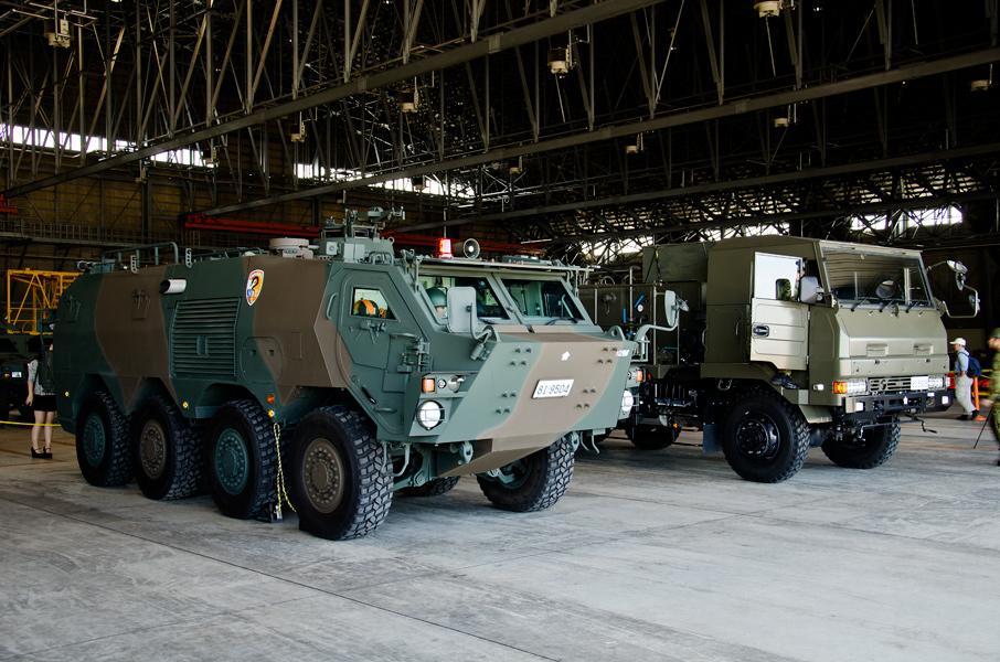 中央特殊武器防護隊のNBC偵察車と除染車