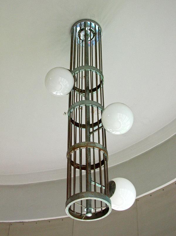 モダンデザインの階段室灯具