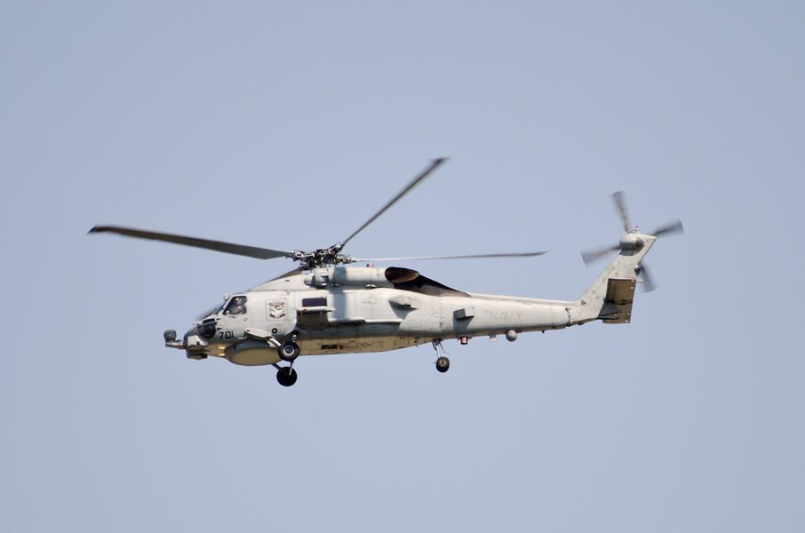 訓練飛行中のHSM-77所属MH-60R