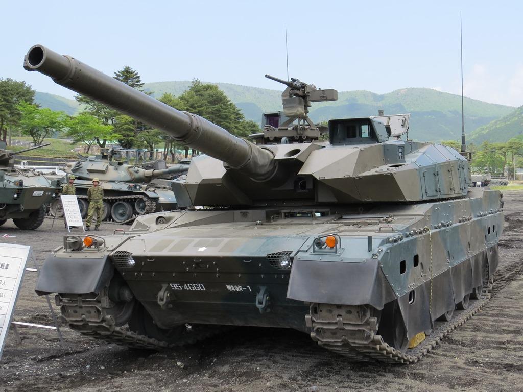 陸自富士学校10式戦車