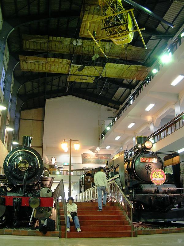 吹き抜けの機関車ホール