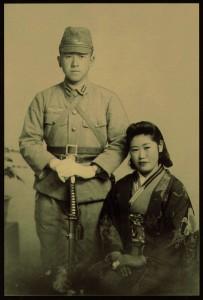 谷藤徹夫少尉と妻・朝子