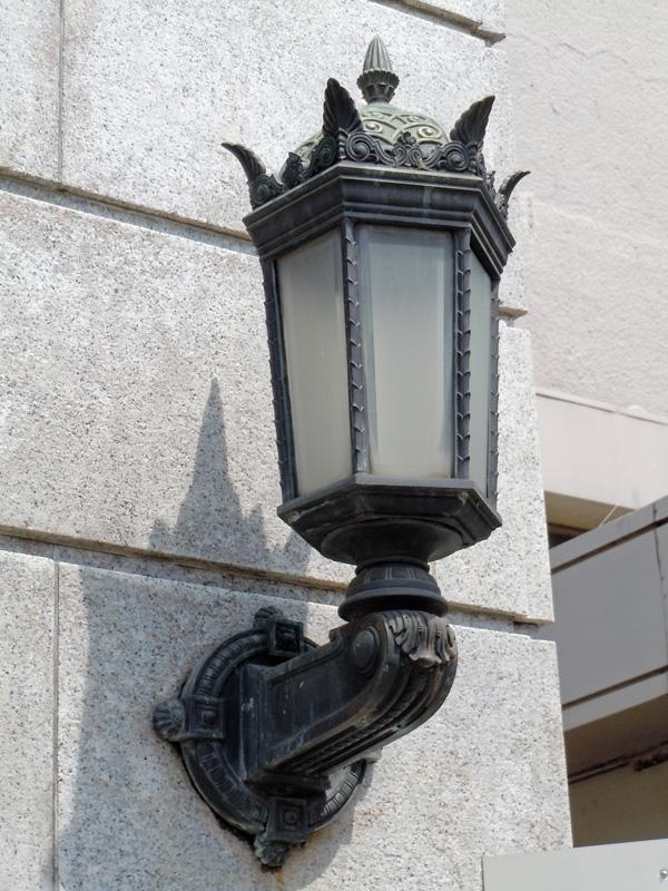 正面玄関の灯具