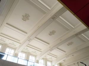 吹き抜け天井部の装飾