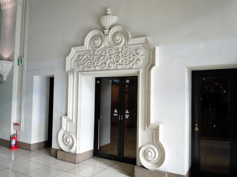 2階レストラン入口の装飾
