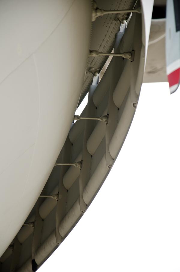 溝型波消し装置の構造