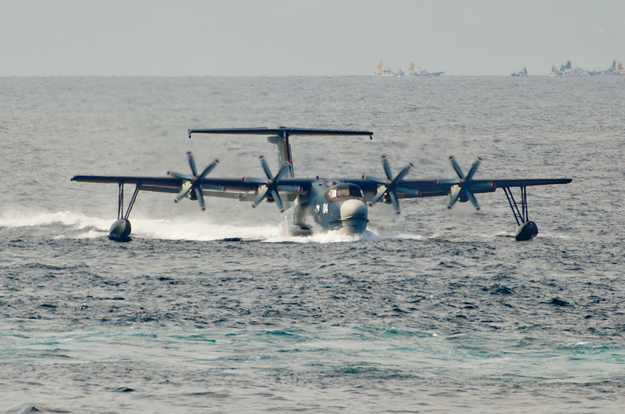 海に着水するUS-2