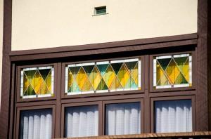 2階窓のステンドグラス
