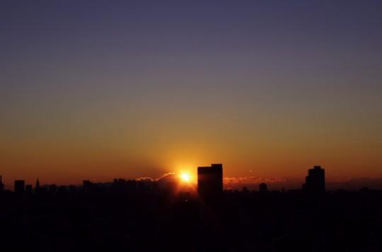 日はまた沈む