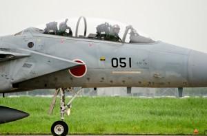 観客に手を振るF-15DJのパイロット