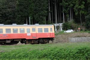 里山を行く列車2