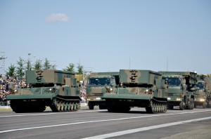 施設科部隊の92式地雷原処理車ら