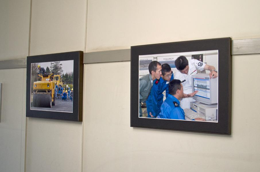 廊下に掲示された作例写真